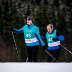 Athletin Casnin Reinartz (95) und Athlet Robert Ole Hertel (44) beim Skilanglauf 50m Gleiten. Foto: SOD/Sarah Rauch