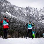 Die Athleten Philipp Hofmann (227), Felix Kulisch (133) und Florian Frontino (216) dicht beieinander beim Skilanglauf 2,5km klassisch auf der Höheloipe Scharitzkehl. Foto: SOD/Sarah Rauch