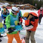 """""""Autogrammstunde"""" am Götschen: Halfpipe Snowboarder André Höflich mit den Special Olympics Athletinnen und Athleten. Foto: SOD/Sandra Portenschlager"""